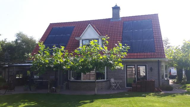 SolarWatt glas-glas zonnepanelen in het dak Noordscheschut
