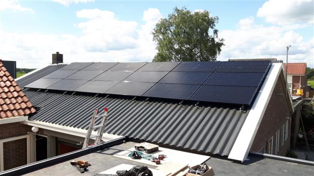 IBC zonnepanelen Geesbrug golfplaten dak