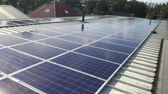 IBC zonnepanelen Vroomshoop sandwitch dak