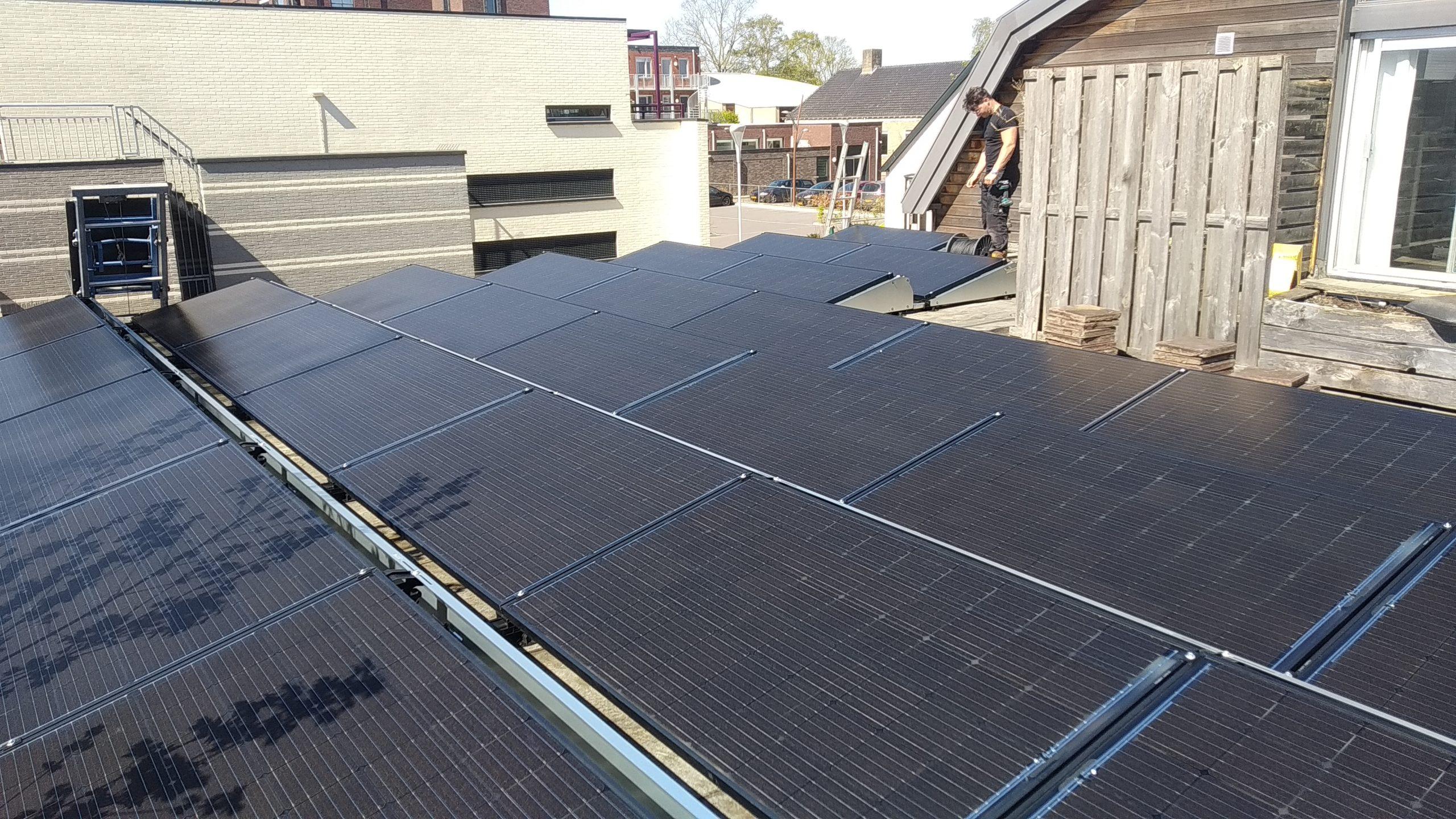 SolarWatt glas-glas zwarte zonnepanelen met SMA Tripower Dedemsvaart