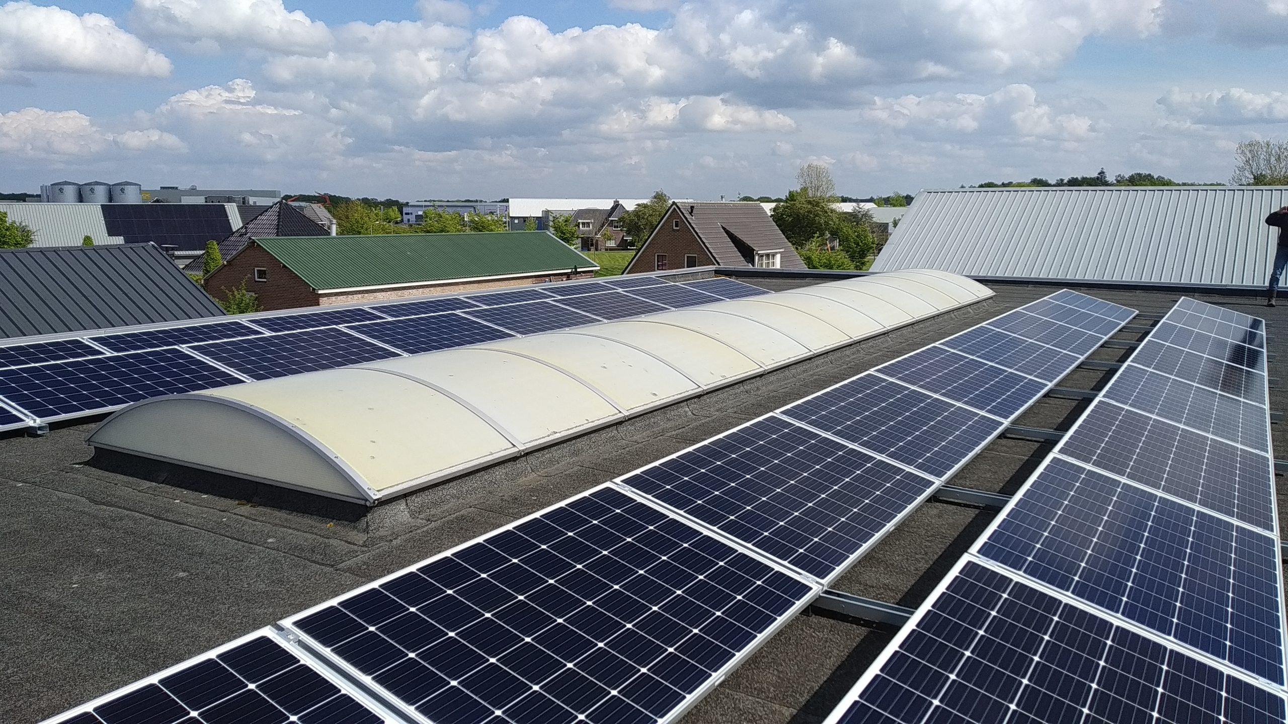 SolarStell montage Jinko zonnepanelen en SMA omvormer Hoogeveen