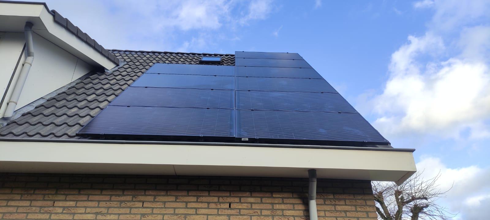 SolarWatt glas glas black zonnepanelen Hardenberg